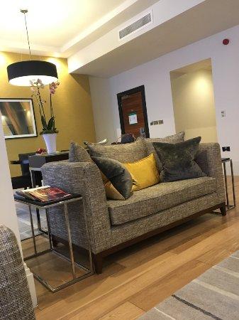Taj 51 Buckingham Gate Suites and Residences : Living Room/Dining Room 1012 Kings Bldg