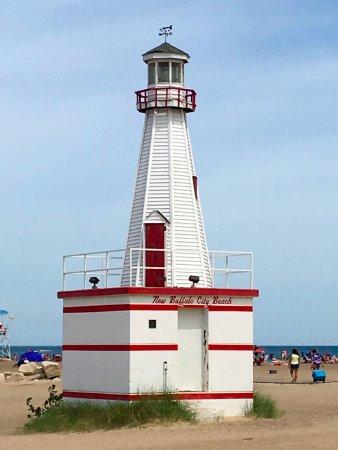 New Buffalo Public Beach: small lighthouse at beachfront