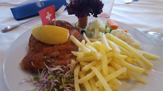 Dietikon, Zwitserland: CordonBleu mit Beilagen