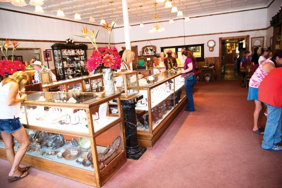 Philipsburg, MT: The Sapphire Gallery showroom