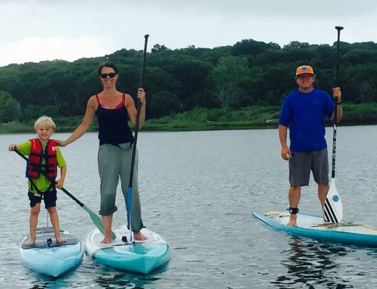 ‪‪Greenport‬, نيويورك: Paddleboarding is a family affair!‬