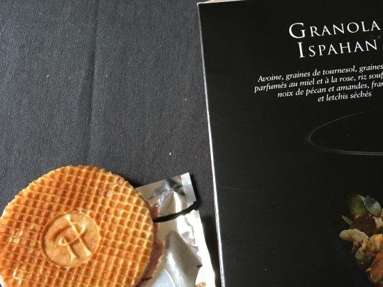 Pierre Hermé Paris : Granola Ispahan