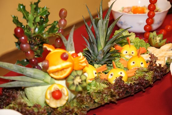 Sculpture sur fruits et l gumes pour d coration de buffets photo de restaurant la grange - Sculpture sur fruits et legumes ...