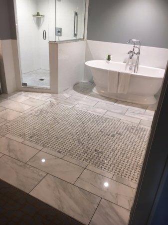 Granville, OH: Bathroom