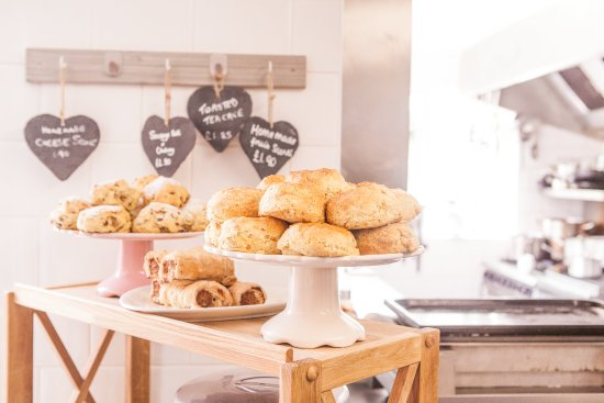Overstrand, UK: Yummy scones and sausage rolls!