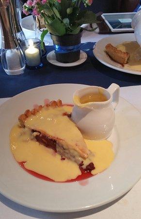 The Seven Stars at Leigh: fresh fruit pie & lashings of custard