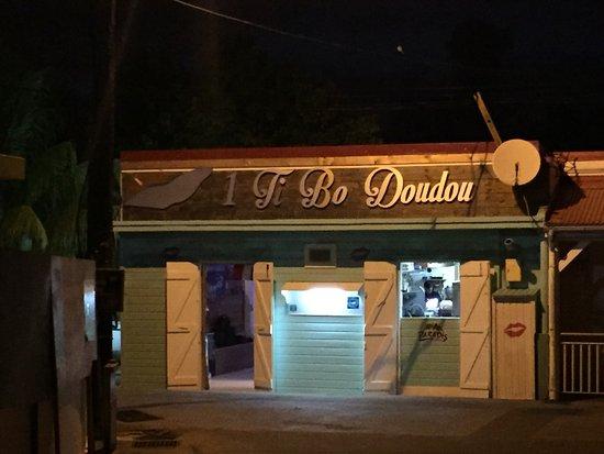Terre-de-Haut, Guadeloupe: Street front of restaurant