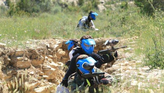 Moules-et-Baucels, France: zone scenarisé militaire,action dans les tranchées