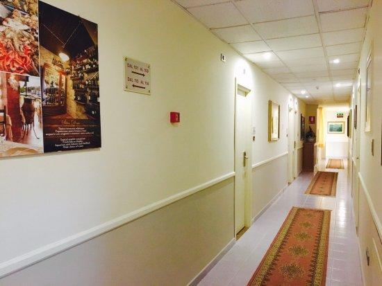 Hotel Sabbie d'Oro: corridoi camere