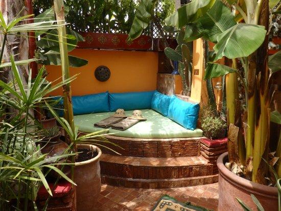 Riad CharCam : Sur la terrasse ... le fameux lit Rond !!