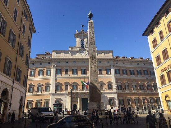 Foto di palazzo di montecitorio sede della for Sede camera deputati