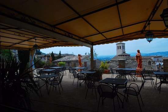 "Hotel Giotto Assisi: The ""breakfast patio"" for guests."