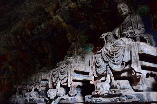 Dazu County, China: 光線非常暗