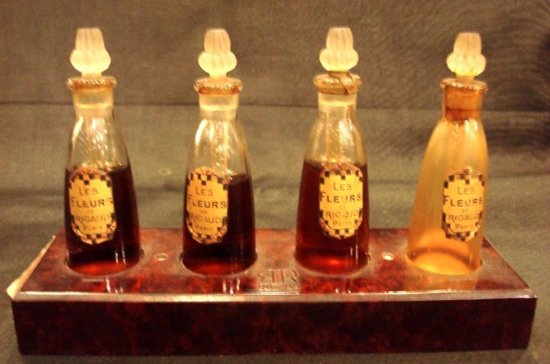 743860fc04 Konark Collectables: Excellent Collection of vintage perfume bottles and  other collectible items.