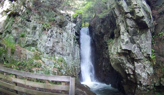 Moultonborough, New Hampshire: Water fall along scenic road up to the castle