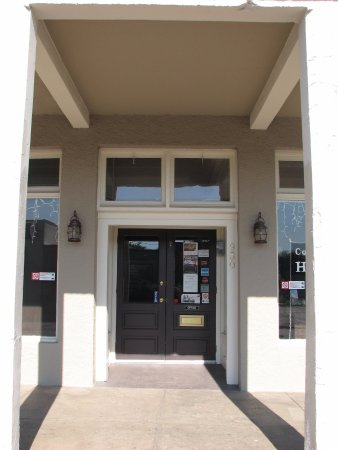 Cottonwood Hotel Front Entrance