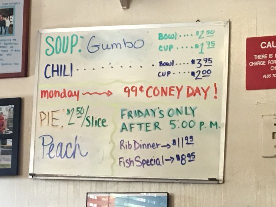 Milan, MI: The big one compared to the 1/4 cheeseburger. Menu of the day with the Gumbo soup. The rear entr