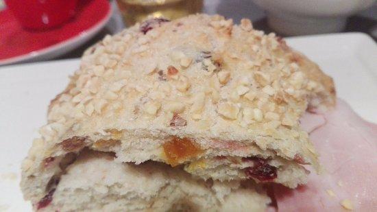 Ibis Montpellier Centre Comedie Pan Dulce Con Naranja Almendras Y Frutos Rojos Carte De Visite