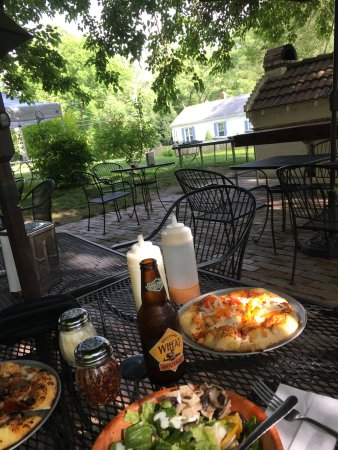 Rocheport, MO: Pizza, salad & beer