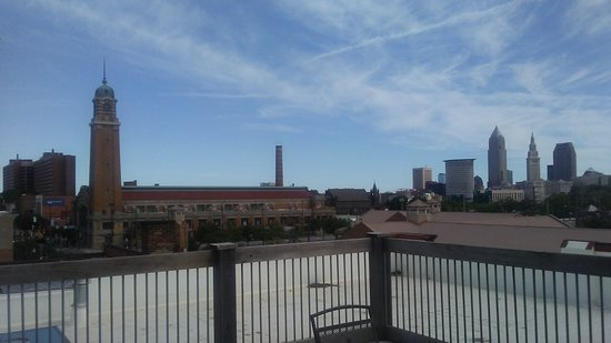 The Cleveland Hostel: 3rd floor rooftop view