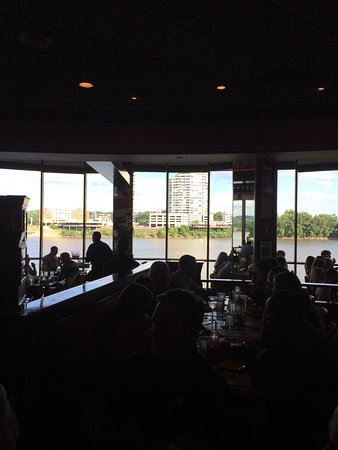 Montgomery Inn at the Boathouse: Great View of the Ohio River