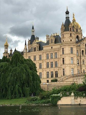 Friends of Dave Tours : Schwerin Castle