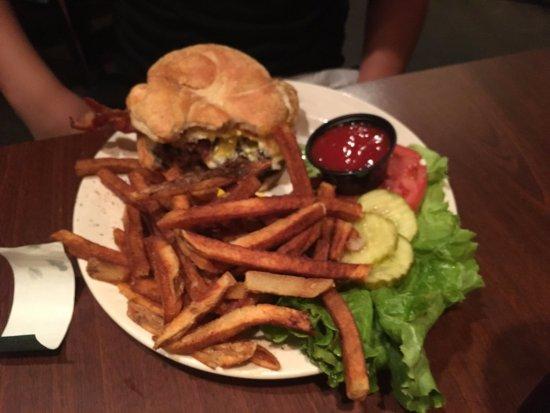 Ye Olde Alpha: GREAT Hamburger!!!!!