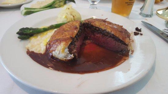 Telford, เพนซิลเวเนีย: Beef Wellington medium well -- Perfect!