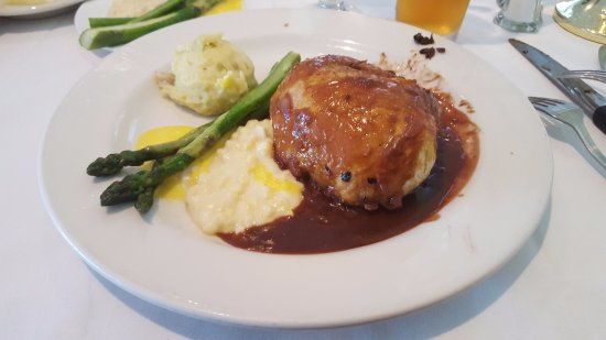 Telford, PA: Beef Wellington with asparagus and mashed potatoes.
