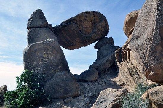 Alpine, TX: Balanced Rock