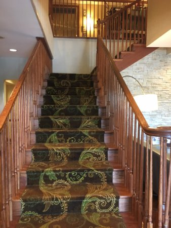 Country Inn & Suites by Radisson: Stairway from Lobby