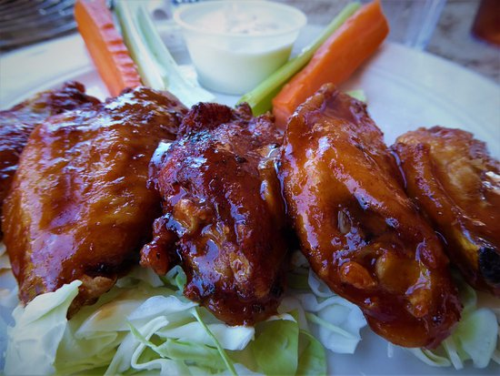 Pioneer Inn Grill and Bar: Chicken wings were tasty!