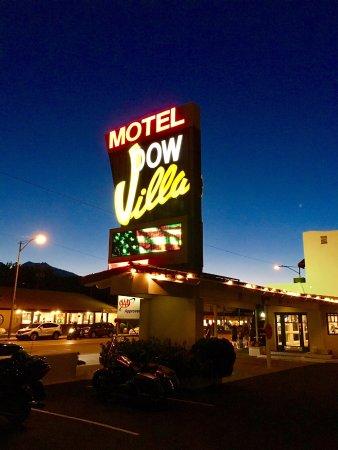 Dow Villa Motel : Sunset At the Dow Villa