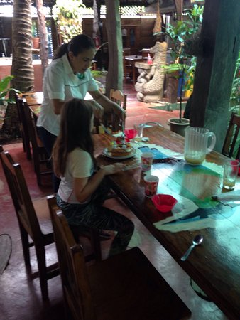 provinsen Guanacaste, Costa Rica: Monkeys, egrets, insects, crocodiles from baby to adult. Plus a surprise birthday cake for my da