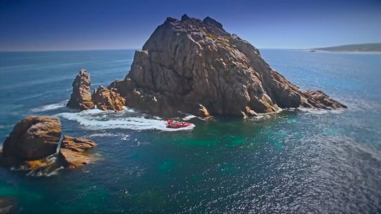 Dunsborough, Australia: This area has some amazing rock formations. Sugarloaf rock rises over 50 out of the Indian Ocean