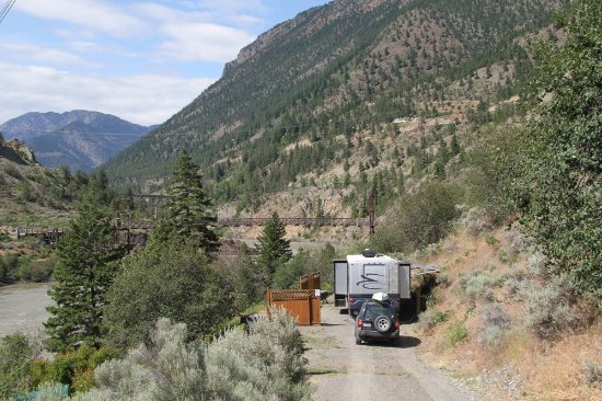 Lillooet, Kanada: The only RV site on the upper terrace now - no wifi but awesome view (June 2017)