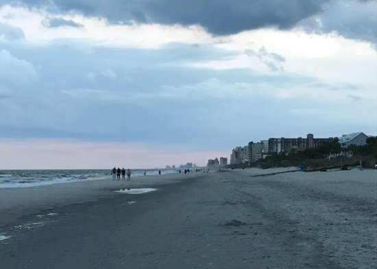 Myrtle Beach Marriott Resort & Spa at Grande Dunes: In front of hotel and view going south towards Boardwalk