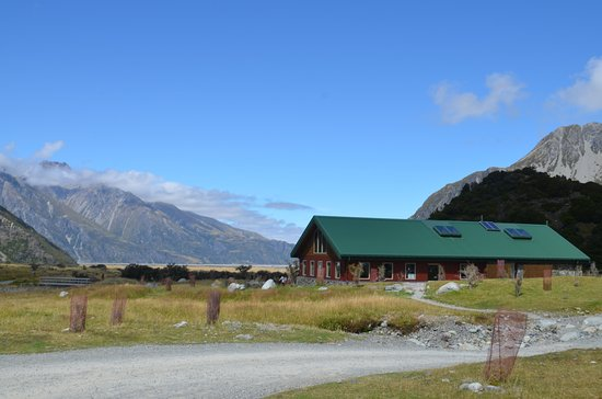 Mt. Cook Village, New Zealand: Camp Building
