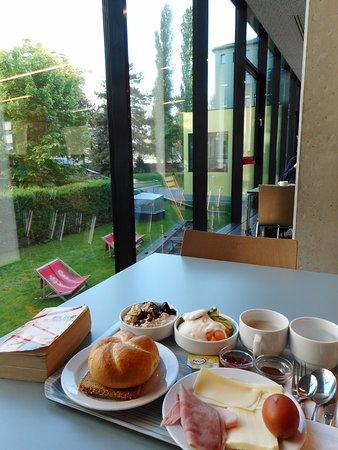 Vienna Brigittenau - Youth Hostel: Dining area.
