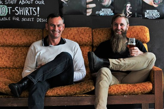 Salisbury, Australien: David (Chief) and Lachy (Head Brewer)- the powerhouse behind the brewery