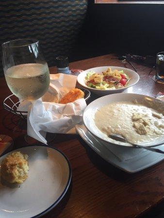 Coon Rapids, Minnesota: Good clam chowder and Sauvignon Blanc