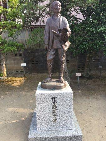 Ino Tadataka Memorial: 裏の駐車場脇にある伊能先生の像