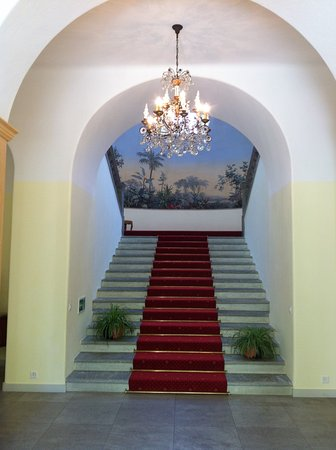 Le Prese, Schweiz: Grand stair case with beautiful mural