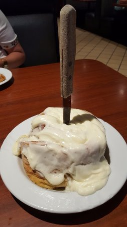 Lakeside, Kalifornien: Homemade Cinnamon Roll with Signature Frosting