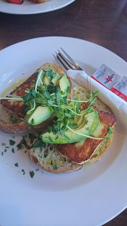 Clovelly Park, Australie : special ciabatta with haloumi and avocado