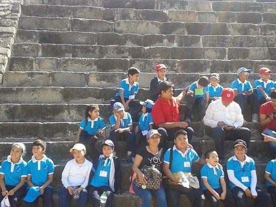 Archaeological Zone of Xochicalco : En grupo!