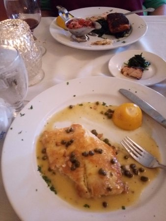 West Cape May, Νιού Τζέρσεϊ: Blackened Salmon and Tilapia Francese