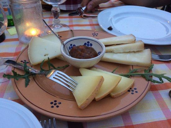 Castrignano del Capo, Italia: selezione di formaggi con composta di fichi e mandorle