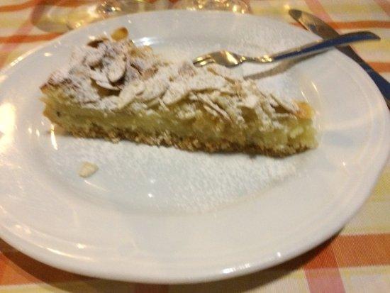 Castrignano del Capo, Italia: torta pere e mandorle