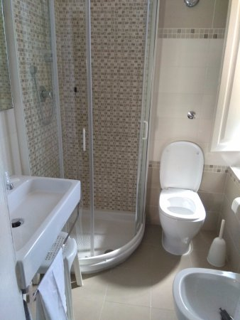 bagno nuovo - Picture of Hotel Prati, Montecatini Terme - TripAdvisor